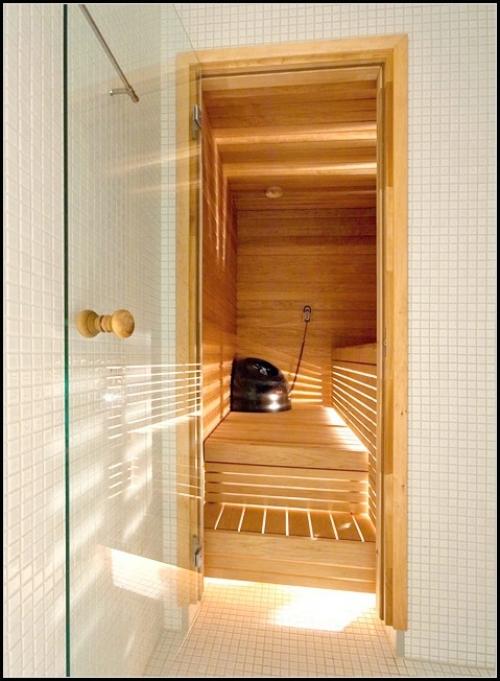 Установка стеклянной двери в сауне